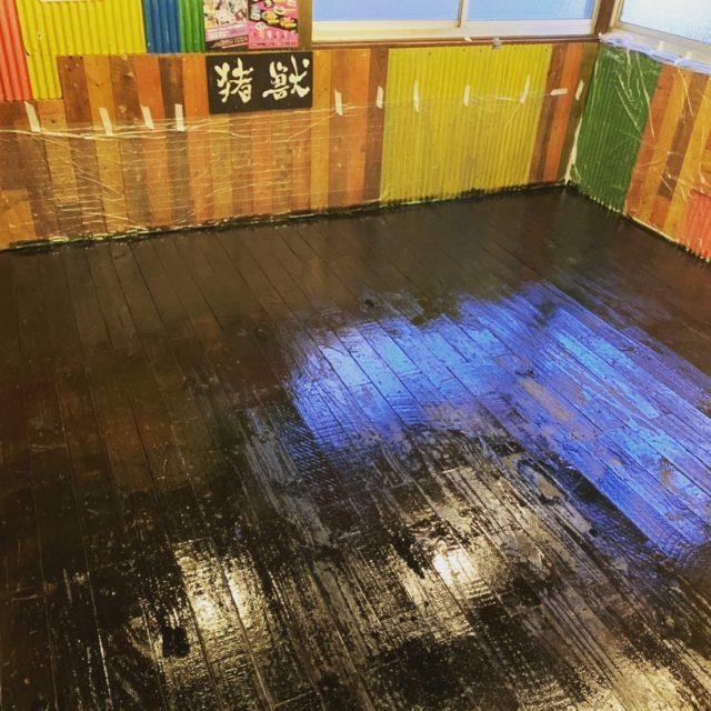 他店舗の社員も集まって馬場店のペンキ塗り終わり!  米とサーカス高田馬場店休業中に清掃しまくり中です!  #米とサーカス#昆虫食#コロナ対策#滋養強壮#ジビエ